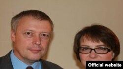 Супруги Джонатан Джеймс Эйвс и Кэтрин Джейн Лич, назначенные совместными послами Великобритании в Армении