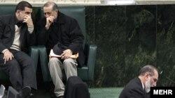 تعدادی از شهرداران مناطق مختلف تهران، و نيز استانداران، فرمانداران، شهرداران شهرهای مختلف در شمار استعفا دهندگان برای شرکت در انتخابات مجلس هستند.
