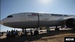 هواپیمای ماهان در فرودگاه مشهد که دچار سانحه شد.