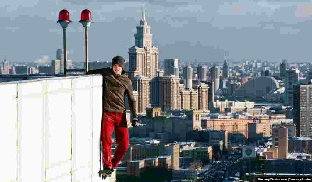 ¨Zakačen¨ za moskovsku stambenu zgradu.