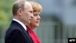 Vladimir Putin dhe Angela Merkel