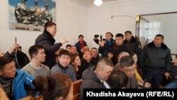 В зале суда во время рассмотрения дела этнических казахов из Китая Кастера Мусаханулы и Мурагера Алимулы. Зайсан, Восточно-Казахстанская область, 6 января 2020 года.