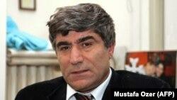 Jurnalistul armeano-turc Hrant Dink în biroul său din Istanbul