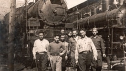 Молодые переселенцы, переехавшие из Одессы в нынешнюю Еврейскую автономную область. 1930-е годы