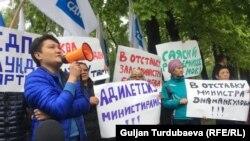 Адил Турдукулов сүйлөп жаткан учур.