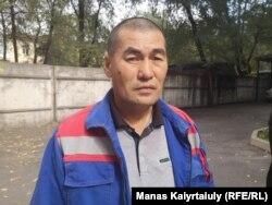 Құрылысшы Бекболат Беделов компанияның өзіне 900 мың теңгедей қарыз екенін айтады. Алматы. 11 қазан, 2019 жыл.