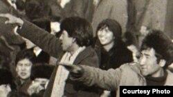 Участники демонстрации казахской молодежи на центральной площади в Алма-Ате. 1986 год.