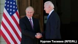 Джо Байден и Владимир Путин (справа налево)