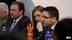 """Министерот за одбрана Фатмир Бесими на тркалезната маса """"Македонија, регионот и евроатлантските интеграции""""."""