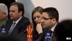 """Министерот за одбрана Фатмир Бесими на тркалезната маса """"Македонија, Регионот и Евроатланските интеграции"""", март 2012."""
