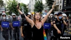 Лиана Георгиева по време на Прайда в Истанбул, 26 юни 2021