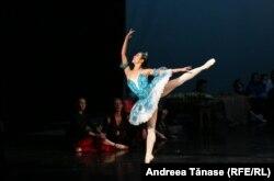 """Rin Okuno în timpul repetițiilor pentru spectacolul de balet """"Corsarul""""."""