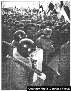 """24 сакаввіка 1994, фота з газэты """"Свабода"""""""
