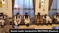 اعضای هیئت طالبان در قطر به رهبری امیر خان متقی٬ وزیر خارجه این گروه