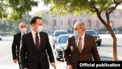 Премьер-министр Грузии Ираклий Гарибашвили и премьер-министр Армении Никол Пашинян, Ереван, 9 октября 2021 г.