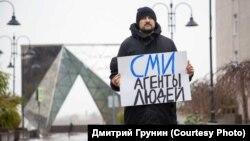 Пикет в поддержку независимых СМИ-иноагентов, Омск, 12 октября 2021 года