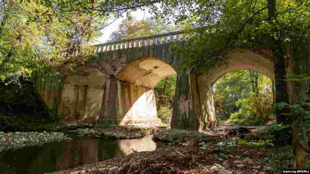 Арковий міст на річці Бельбек біля повороту в Багату ущелину