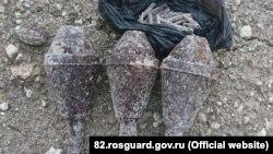 Реактивні гранати «Панцерфауст», граната Ф-1 і мішок патронів, знайдені будівельниками в Севастополі