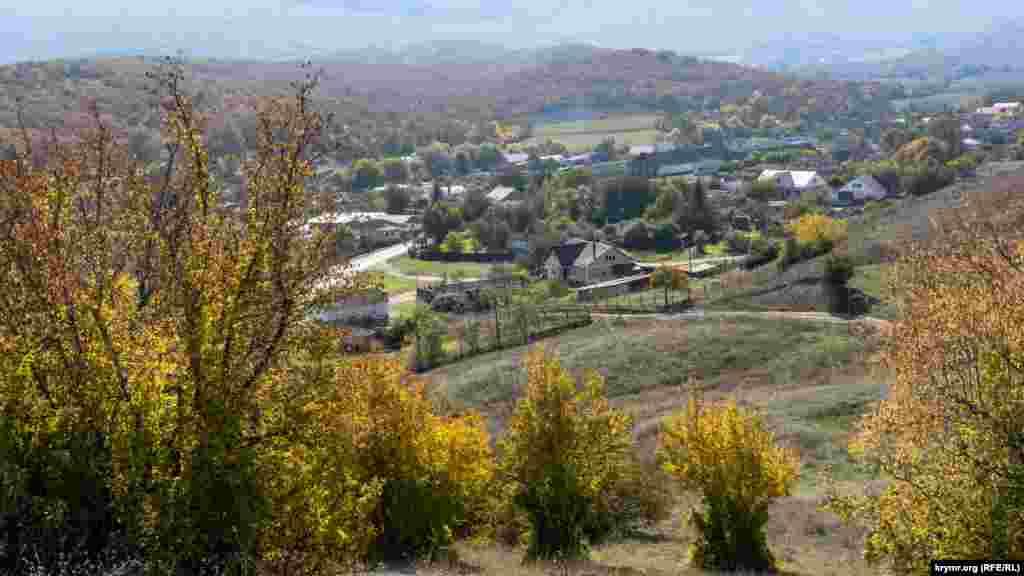 Вигляд на долину річки Суаткан і село Новопілля з північно-східного боку