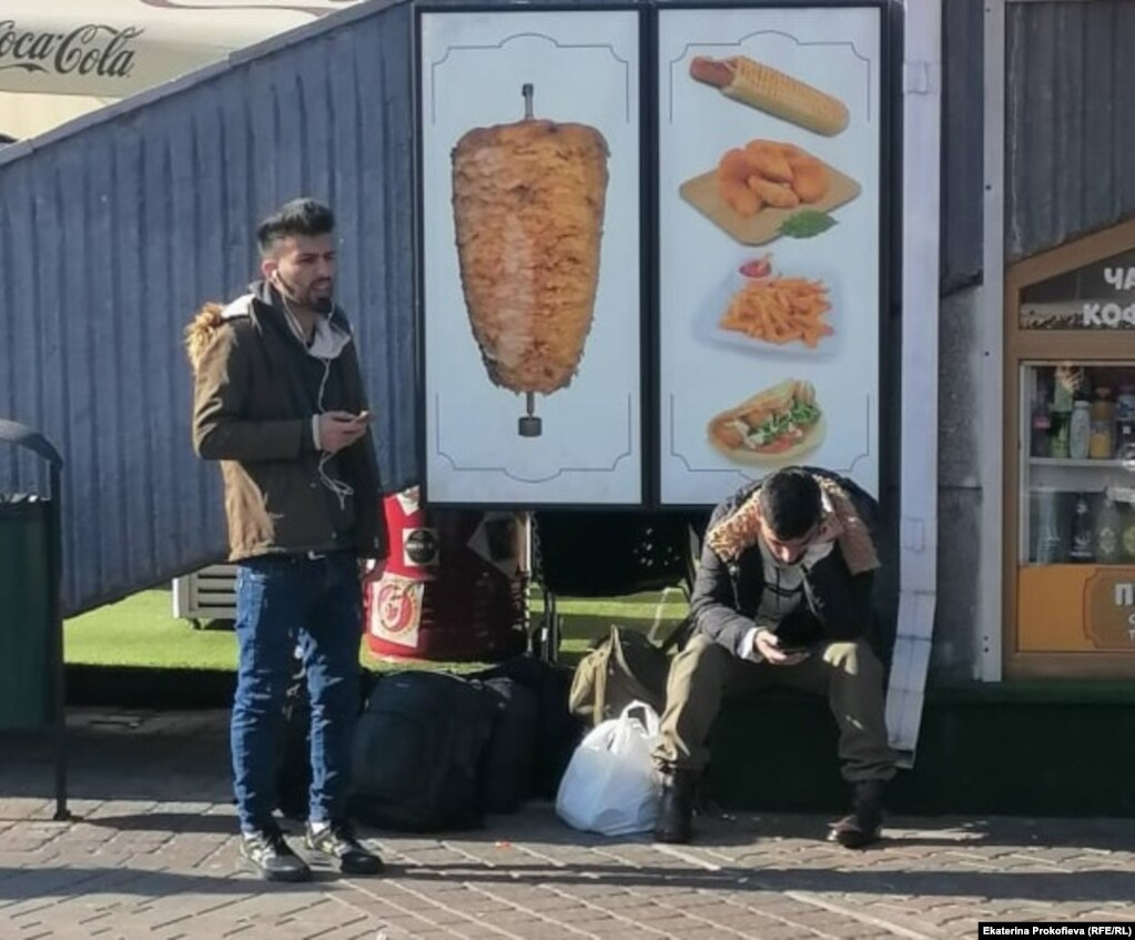 Мигранты в центре Минска