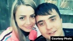 Руслан Карашев с женой Ольгой. Тело 27-летнего семейчанина нашли год назад, подозреваемых в его убийстве всё еще нет