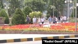 Иностранные туристы в Душанбе. Архивное фото