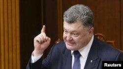 Президент України Петро Порошенко під час виступу у Верховній Раді. Київ, 16 липня 2015 року