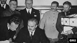 Potpisivanje Ribbentrop-Molotovog pakta o nenapadanju, Moskva, 23. august 1939.