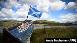 """U poslednje vreme jača osećanje """"Inglišnesa"""" (Englishness), odnosno engleski nacionalizam, koji su podstakli zahtevi Škotske nacionalne partije za referendumom o statusu ove regije (Foto: škotska zastava)"""