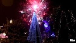Новогодишна елка во центарот на Скопје.