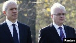 Președinții Boris Tadic și Ivo Josipovic la mormîntul în masă de la Ovcara lîngă Vukovar