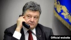 Петро Порошенко 9 червня поспілкувався з Володимиром Путіним по телефону, повідомляє прес-служба українського президента
