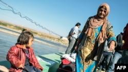 Сирия-Ирак шекарасындағы сириялық босқындар. (Көрнекі сурет)