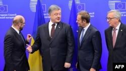 Cовместная пресс-конференция с президентом Украины Петром Порошенко, председателем Европейского парламента Мартином Шульцем и президентом Европейской комиссии Жан-Клодом Юнкером по итогам 18-го саммита Украина-ЕС в Брюсселе