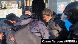 Задержание участника акции протеста во Владивостоке
