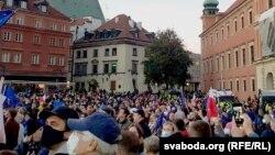 صدها نفر روز گذشته در وارسا پایتخت پولند و شهر کراکوف به حمایت از پناهجویان راه پیمایی کردند.