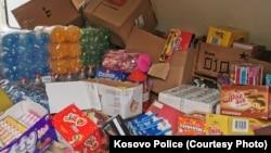 Policija Kosova je podelila nekoliko fotografija na kojima se vidi roba koja je zaplenjena tokom policijske operacije 13. oktobra 2021.
