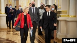Ukrainian President Volodymyr Zelenskiy (right) walks with European Council President Charles Michel (center), and European Commission President Ursula von der Leyen (L) at the summit in Kyiv on October 12.