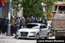 Një veturë e dëmtuar në Mitrovicë të Veriut. 13 tetor 2021.