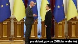 Владимир Зеленский (справа) и председатель Европейского совета Шарль Мишель. Киев, саммит Украина-ЕС, 12 октября 2021 года