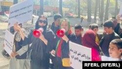 آرشیف٬ راهپیمایی شماری از زنان افغان در شهر کابل