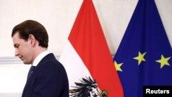 Според Себастиан Курц обвиненията срещу него са опит на опозицията да го компрометира