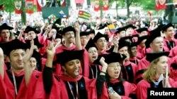 Церемония по завършване на студенти в Харвард