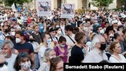 Câteva mii de persoane au protestat, în 5 iunie, la Budapesta față de planurile de deschidere a unei universități chineze.