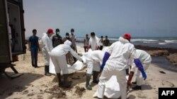 Tijela utopljenih izbjeglica u nesreći u kojoj je nestalo oko 700 ljudi, na obali libijskog grada of Zuwarah, 2. jun 2016.