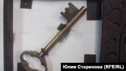 """Печные дверцы и ключики к ним из коллекции """"Фотоизбы"""""""