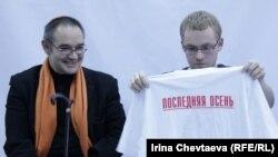 """Интернет-деятель Антон Носик (слева) на форуме """"Последняя осень"""""""