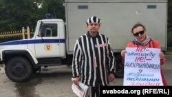 Рыгор Грык на пікеце з баранавіцкай актывісткай Тацянай Малашчанкай