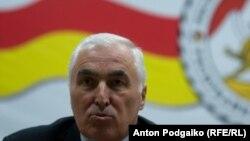 На этот раз сопредседатели Женевских дискуссий встретились с президентом Леонидом Тибиловым