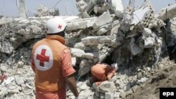 Lebanon - Members of the Lebanese Red Cross and civil defense try to find a way to remove the deadbodies of 8 people in the war torn village of Srifa which is the site of a weeklong siege of Hizballah